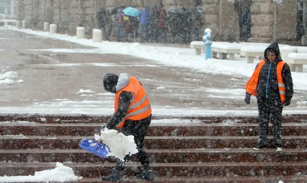 Снегът не изненадал Столичната община. Как мислите?