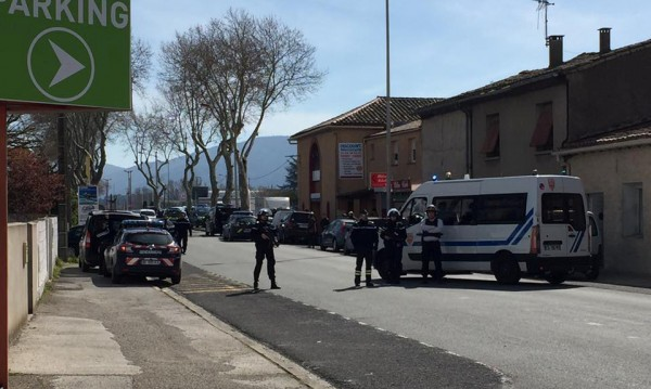 Нападателят, взел заложници във Франция, застрелян