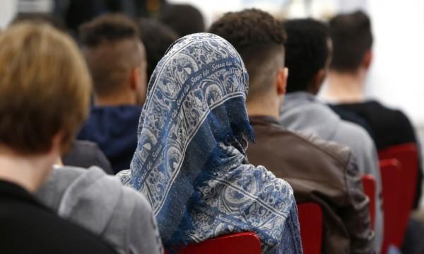 Строги мерки по еврограниците, а не давещи се мигранти!