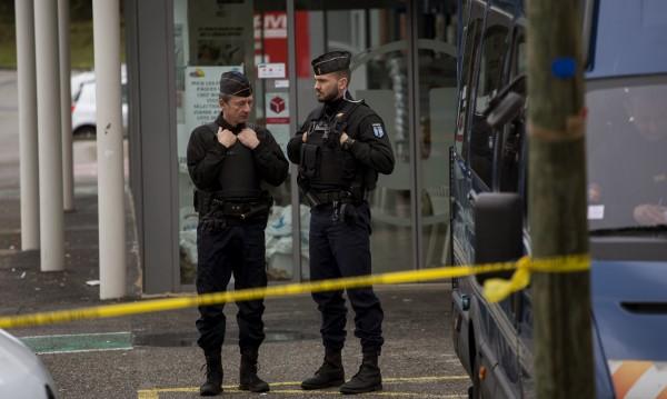 Откриха завещание в дома на нападателя от Южна Франция