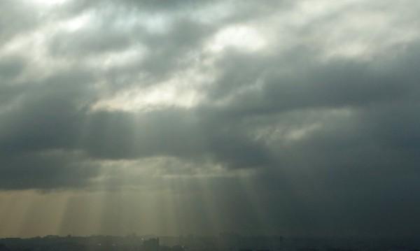 Облаци и вятър в неделя, на места ще вали и сняг