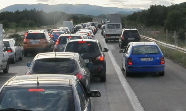 Отиваш до Гърция, возиш детето и пушиш в колата... €1500 глоба