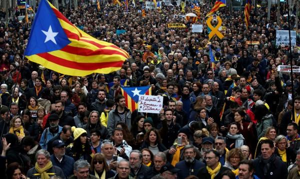 Хиляди протестират в Барселона заради ареста на Пучдемон