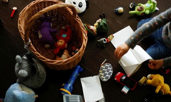 В шведска забавачка - момченца готвят, момиченца крещят