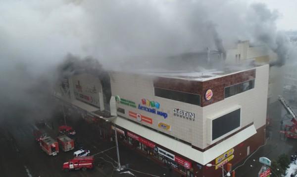 След пожара в руския мол: Загиналите вече са 37 души