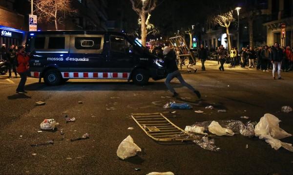 Десетки ранени при сблъсъци след ареста на Пучдемон