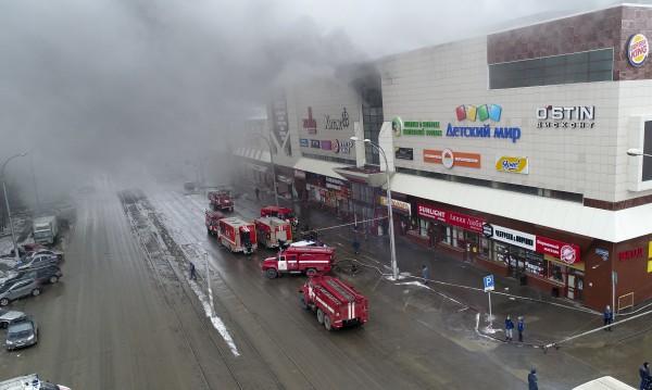 48 жертви, издирват още 16 души след огнения ад в Кемерово