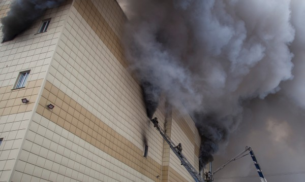 Идентифицираха 15 от 64-те жертви на ада в Кемерово