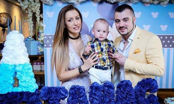 Джена сияе, Атанас Стоев-Трети със светски дебют
