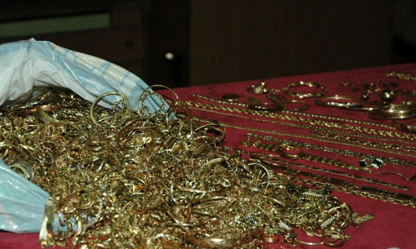 Корона, кехлибари, злато... ограбили сестрата на Цар Киро