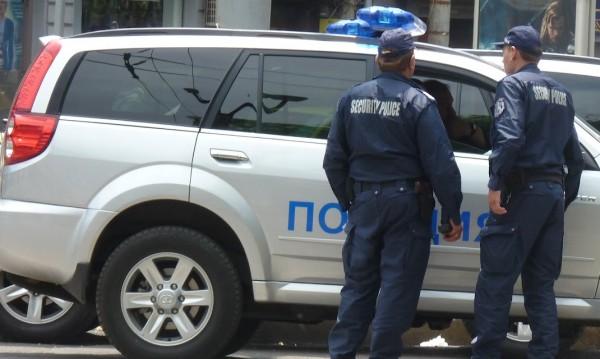 Дупка за милиони: Полицаи на заплата пък пенсионери с пенсии!?
