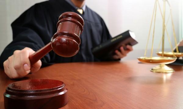 """След """"к...о"""" от съдебен бос, чиновничка се… """"напишкала"""""""