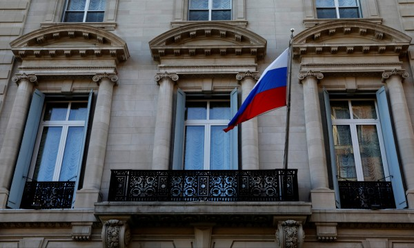 Дипломатите – нова спънка в отношенията Тръмп-Путин