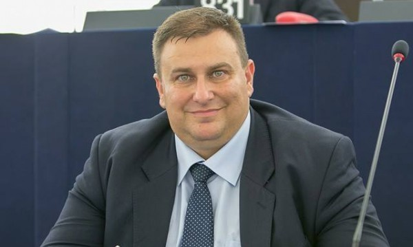 """България и """"Скрипал"""": Солидарни с Лондон, приятели с Москва"""