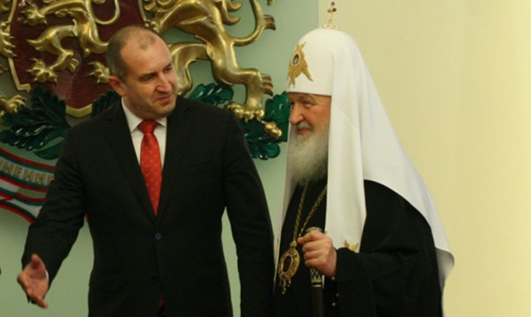 Какво точно си казаха Румен Радев и руският патриарх? Записът изтече