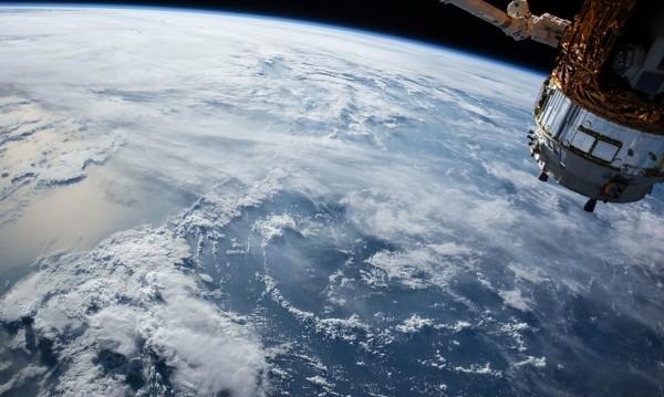 """Броени часове – """"Тянгун 1"""" пада! Лети с 29 000 км/ч към Земята"""