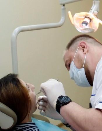 Възрастен човек на зъболекар? Рядкост у нас!