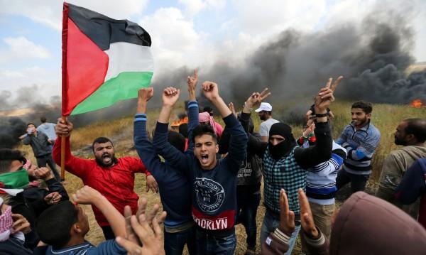 Шест жертви, стотици ранени при палестински протести