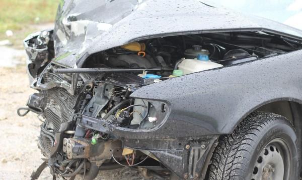 19-годишен без книжка ранен тежко при катастрофа