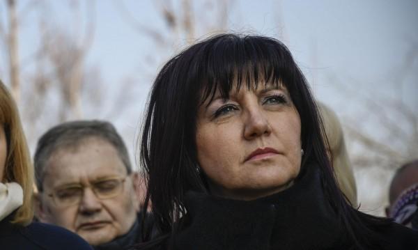 Шефката на парламента: Депутатите не са безделници!