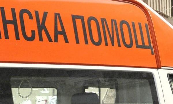 Момиче припадна и почина в двора на училище в София