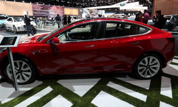 Tesla с проблеми: Не успя да изпълни целите си за Model 3