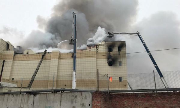 Пожар избухна в търговски център в Москва