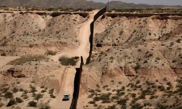 Тръмп прати Националната гвардия по границата с Мексико