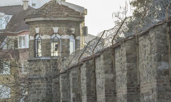 Бивш шеф на затвора в София: Не е трудно да се внесе оръжие!