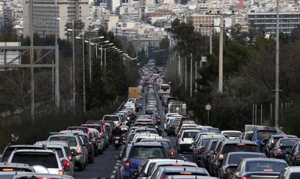 На път за Гърция: Солени глоби и следене с радари и хеликоптери