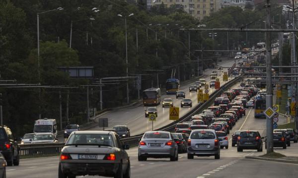 Половината коли в България с червен картон за Европа – трошки!