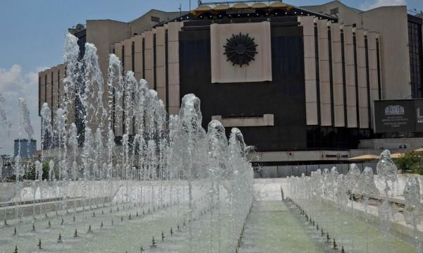 Пролетно! Вода блика от фонтаните в София