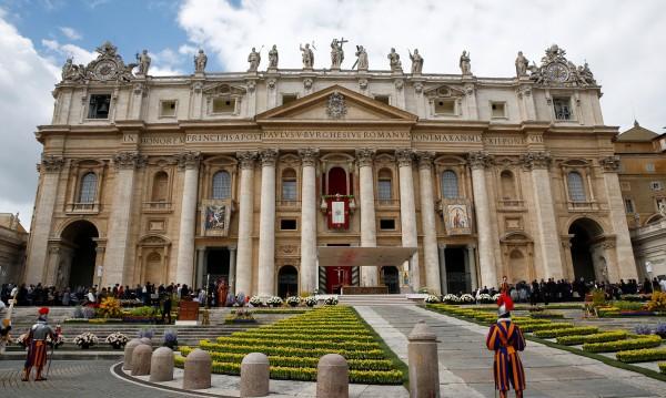 Скандал с Ватикана, ексъветник в US посолството – педофил?