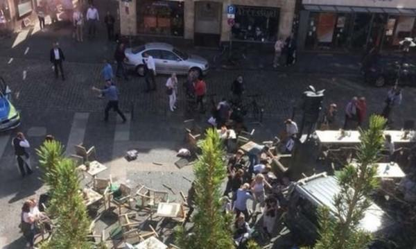 Кола се вряза в тълпа в германския Мюнстер, атентаторът се самоуби