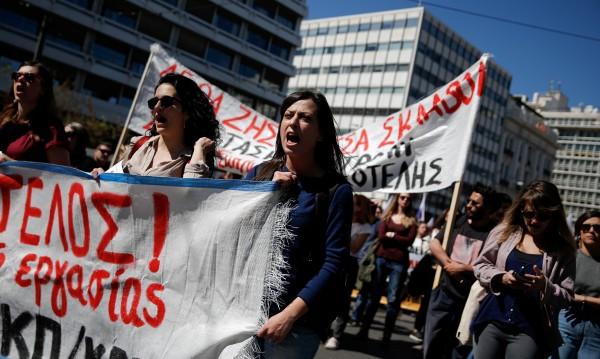 Гърците ще плащат по-малко за ток с помощ от ЕС