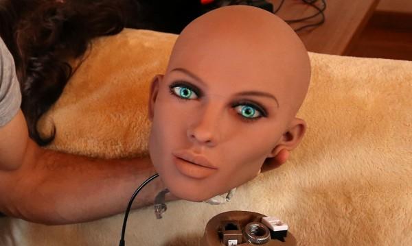 Поглед в бъдещето: Секс роботите превземат интимността