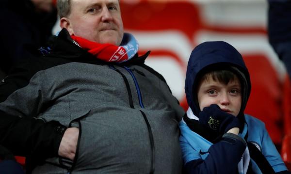 """Фенове на Сити и Ливърпул се биха в семейна трибуна на """"Етихад"""""""