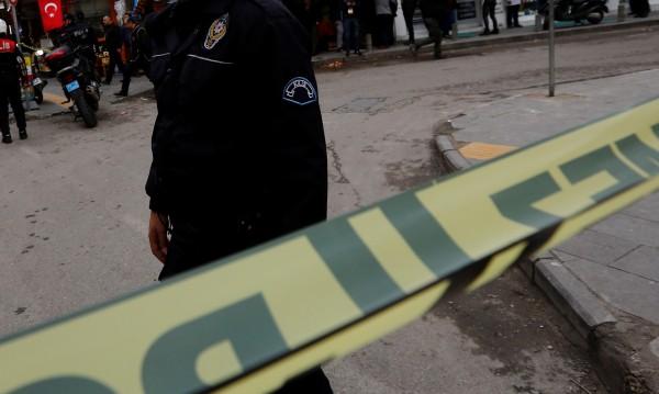 Полицай стреля по директорка и заместника й в училище в Турция