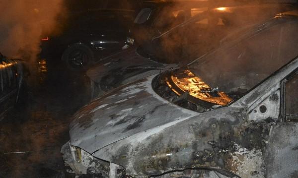 Война за паркоместа! Четири опожарени коли в Бургас