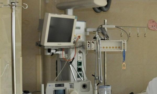 Докато го лекуват: Пиян нападна медици в Спешното