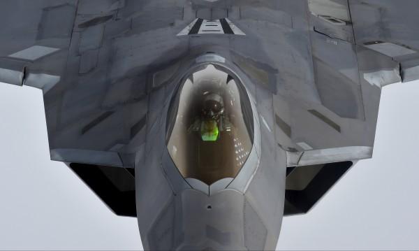 Разузнавателни самолети на САЩ на остров Крит