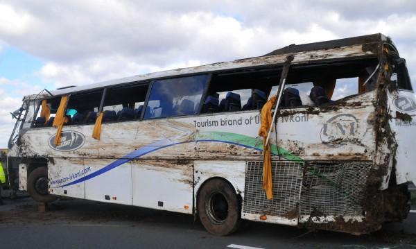 """Тежък пътен ад на """"Тракия""""! Автобус се обърна, има жертви и ранени"""
