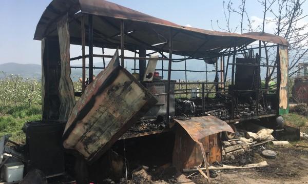 Игра с огън подпалила фургона край село Устина