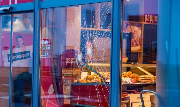 Застреляха бежанец, нападнал човек пред хлебарница в Германия