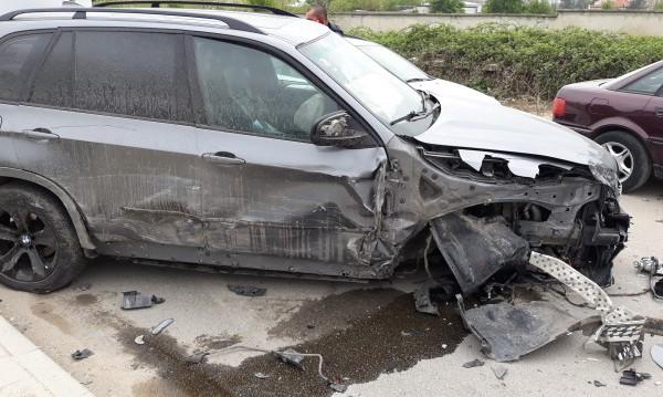 Пияна и надрусана шофьорка помете 10 коли в Пловдив