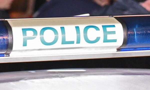 23-годишен загуби контрол върху кола, заби се в къща