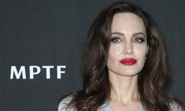 Джоли загубила съзнание заради недохранване
