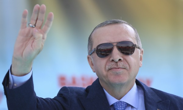 Ердоган за Запада: Акули, надушили кръв...