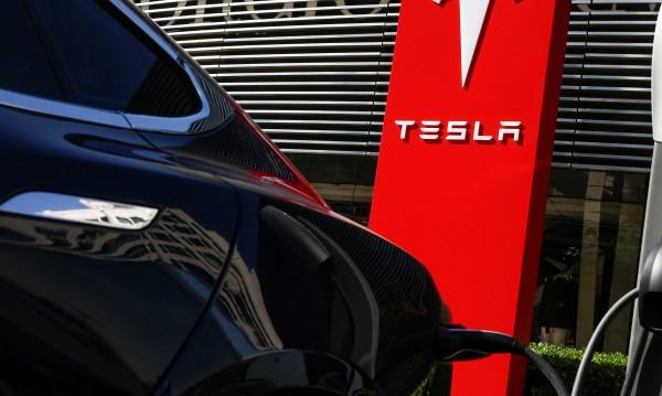 Tesla спира производството на Model 3. Временно!