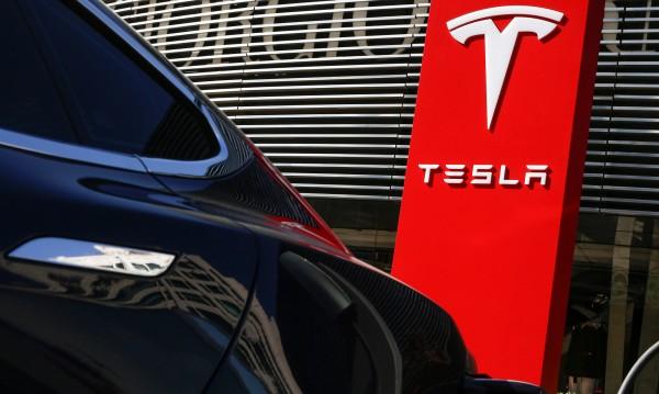 Tesla започва денонощна работа над Model 3